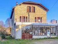 VENDU PAR LEGGETT : Maison individuelle avec grand atelier, 3 chambres, jardin près d'Uzerche