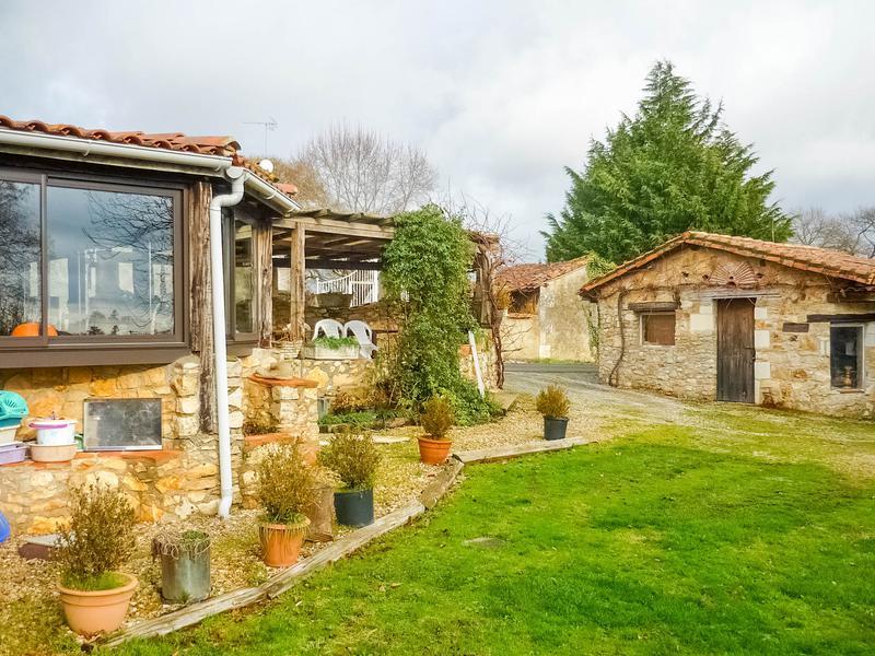 Maison à vendre en Poitou Charentes - Charente MARILLAC LE FRANC ...