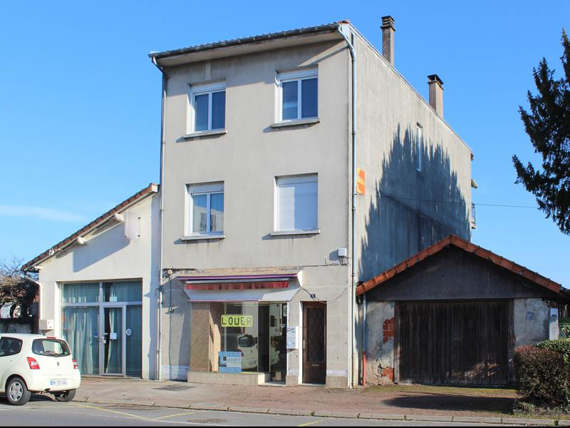 Commercial for sale in confolens charente shop with for Shop with living quarters for sale