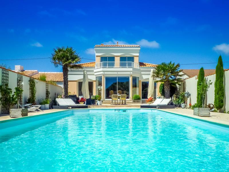 maison vendre en pays de la loire vendee les sables d olonne superbe villa de l 39 architecte. Black Bedroom Furniture Sets. Home Design Ideas