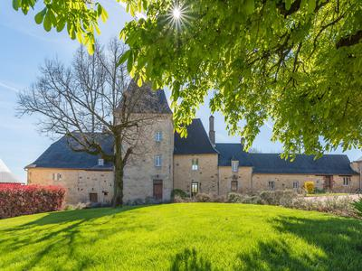chateauin HAUTEFORT
