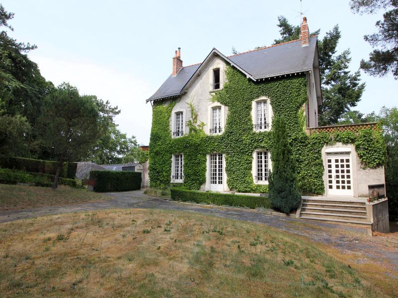 maison vendre en pays de la loire maine et loire chatelais grande maison bourgeoise dans. Black Bedroom Furniture Sets. Home Design Ideas