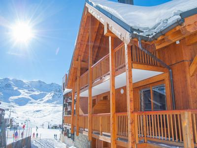 Luxury ski-in/ski-out apartment with 4 bedrooms, perfectly-located in the centre of Val Thorens (3-time winner of World's Best Ski Resort title) - 3 Valleys. Exclusive to the Leggett website, don't miss the 360° virtual tour.