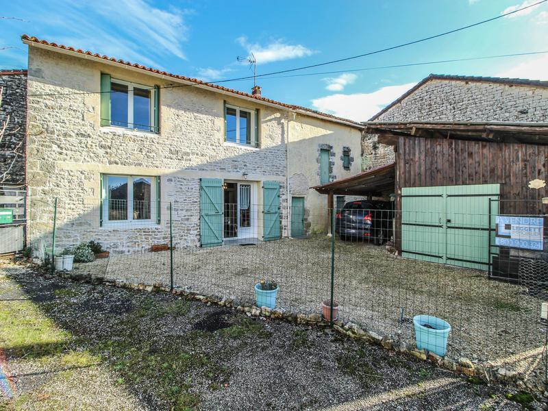 Maison à vendre à AUNAC(16460) - Charente
