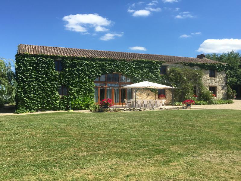 Chateau vendre en aquitaine lot et garonne st sernin for Piscine 17eme