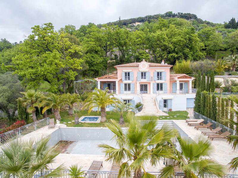 maison vendre en paca alpes maritimes grasse grasse cabris magnifique villa de standing. Black Bedroom Furniture Sets. Home Design Ideas