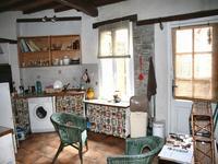 Une maison de village de 3 chambres, avec terrasses ensoleillées, jardin et potager