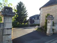 Maison de manoir à 3/7 chambres et dépendances dans un cadre superbe avec de vues magnifiques sur le village