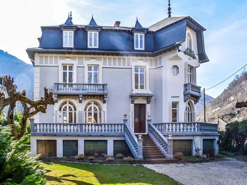 maison vendre en midi pyrenees haute garonne bagneres de luchon belle demeure contemporaine. Black Bedroom Furniture Sets. Home Design Ideas