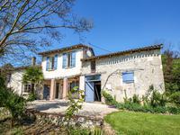 Belle ferme rénovée, trois chambres, avec dépendances, sur 2 ha de terrain (constructible), à quelques minutes du centre ville de Villeneuve-sur-Lot.