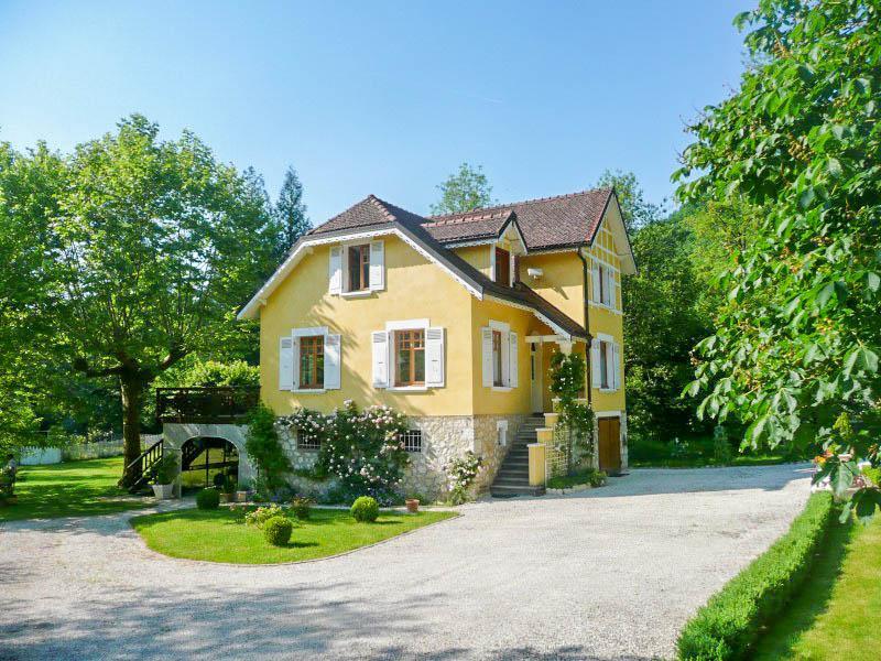 maison vendre en rhone alpes savoie chambery tr s belle maison bourgeoise avec 4 chambres et. Black Bedroom Furniture Sets. Home Design Ideas