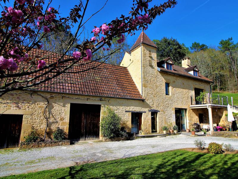 maison vendre en midi pyrenees lot gourdon ancienne maison en pierre restaur e avec piscine. Black Bedroom Furniture Sets. Home Design Ideas