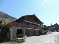À vendre maison de village versant sud, 140 m² plus mezzanine, trois chambres, grand garage, jardin, vue sur les vallées de Courchevel et Méribel