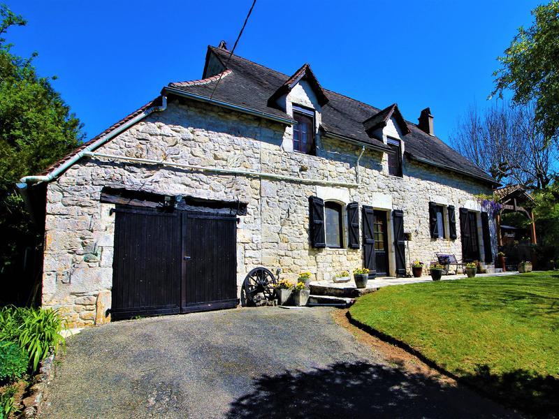 maison vendre en midi pyrenees lot gourdon ancienne maison en pierre style long re avec 3. Black Bedroom Furniture Sets. Home Design Ideas