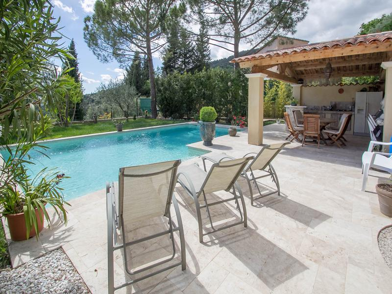 maison vendre en paca alpes maritimes grasse grasse villa de standing avec piscine et. Black Bedroom Furniture Sets. Home Design Ideas