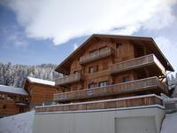 Joli appartement ( 2010),  Crête Cote Village, La Plagne , Paradiski.  2 chambres, grand balcon, cave et casier a skis.