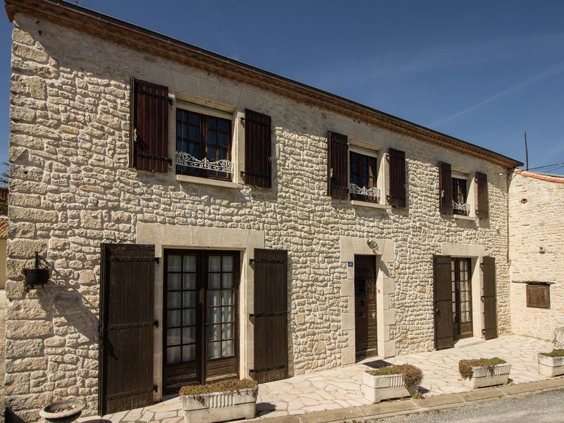 Maison à vendre en Poitou Charentes - Charente DOUZAT Grande ...