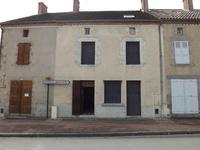 Maison de village, 3 chambres, en très bon état. Cour, jardin non-attenant avec grange/garage. Azat le Ris (87)