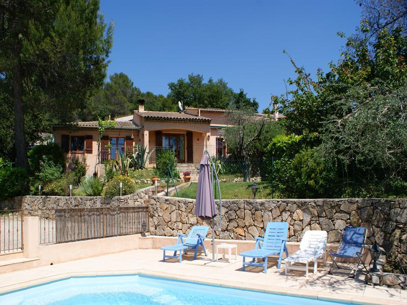 maison vendre en paca var tourrettes une villa de 3 chambres avec garage piscine et vue sur. Black Bedroom Furniture Sets. Home Design Ideas