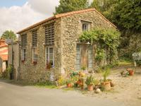 Ravissante maison en pierre de 2 chambres dans un village recherché à seulement une heure de la plage.