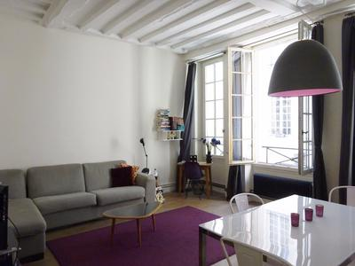 Notre Dame cathedral is only 350 from this wonderful one bedroom 1st floor apartment in a 18th century building located on the prestigious Ile Saint Louis in the 4th district of Paris.