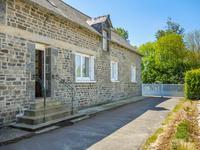 Très bien situé, excellent prix. Maison indépendante avec 2 chambres sur 900m2 de terrain.  Proche du joli centre bourg de Langourla.