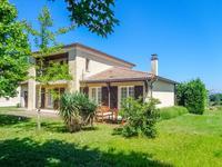 Maison des années 1970 toute rénovée en 1998 à 2km de St Emilion dans un endroit calme et vues des vignes et bois - grand espace de vie