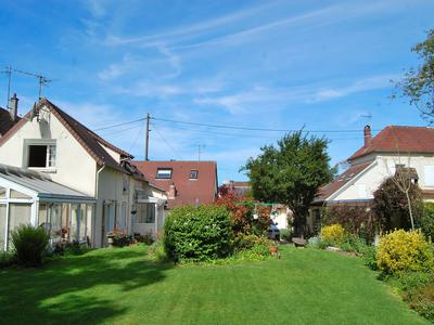 French property, houses and homes for sale in LA NEUVILLE GARNIER Oise Picardie