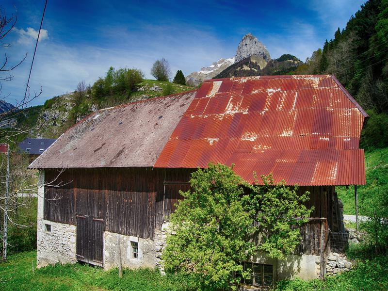grange vendre en rhone alpes savoie jarsy sous offre grange r nover dans un hameau. Black Bedroom Furniture Sets. Home Design Ideas