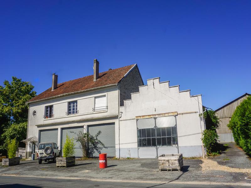 maison vendre en aquitaine dordogne jumilhac le grand ancien garage et appartement spacieux. Black Bedroom Furniture Sets. Home Design Ideas