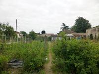 Terrain en zone Constructible (UB) du PLU, plein centre Eymet, a present un jardin potager, avec un puit