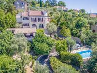 Grasse. Belle villa d'architecte, avec vue, piscine, parking. Proche de toutes commodités
