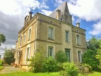 Belle Maison de Maître, construite en 1925, avec un beau jardin, étang, vaste terrain et magnifique vue