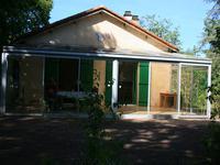 Maison de plein pied à la campagne dans un endroit calme à proximité des commerces et de l'école.