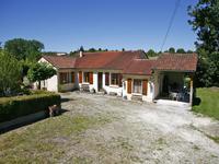 Maison plain pied avec 3 chambres, piscine enterrée et jardin proche de Verteillac