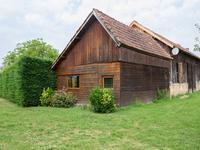 PERIGORD NOIR - Chalet en bois, attaché à un séchoir à tabac, piscine, entouré de 5.208 m² de jardin, quartier résidentiel de Le Bugue.