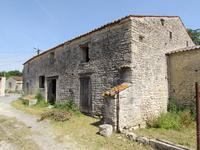 French property for sale in AUMAGNE, Charente Maritime - €45,500 - photo 3