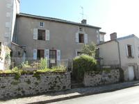 Maison de village en pierre - trois chambres - à rénover - jardinet devant et terrain non-attenant