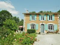Une maison avec joli jardin, dans un petit village, très commutable à Barbezieux, Angouleme, Chalais. Possibilité d'agrandir l'espace d'habitation. Double garage