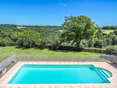 Black Perigord  - Impressive manor house with private  guest-house (gite) and swimming pool, set in rolling countryside with fantastic views over the Vézère Valley - Local  amenities and the lively market town of Montignac in easy reach.
