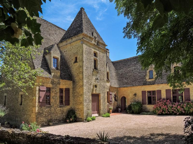 Maison vendre en aquitaine dordogne fanlac p rigord for Piscine en limite propriete sur petit terrain