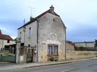 Charmante maison de 110 m², sur un terrain de 782 m², à rafraichir, avec 3 chambres, située à Beire le Chatel, Côte d'Or, Bourgogne.