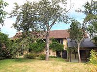 Une belle maison dans un petit hameau tranquille avec jardin, 4 chambres