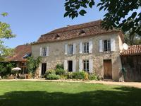 Spacieuse maison bourgeoise du 17ème siècle, avec piscine, gîte attenant et petite maison d'amis dans un endroit isolé près d'un village avec restaurant, à seulement 10km de Bergerac.