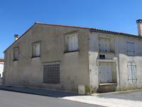 Grande maison à rénovée près de Surgères (Charente-Maritime)