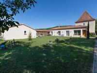 Maison contemporaine, bien entretenu avec 3 chambres, piscine et cuisine d'été, non loin de Prayssac