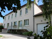Rare, propriété de 147 m² du 19ième siècle, entièrement rénovée aux portes de Beaune, Côte d'Or, Bourgogne.