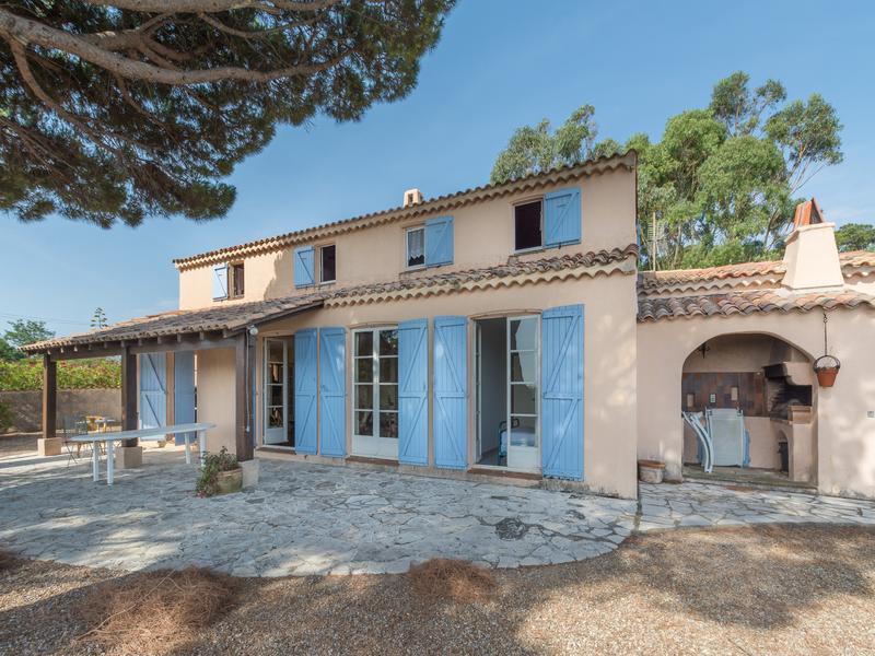 maison vendre en paca var les issambres les issambres villa sur les hauteurs avec une belle. Black Bedroom Furniture Sets. Home Design Ideas