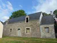 Grande (s) maison (s) en pierre à rénover avec terrain proche de Quistinic.