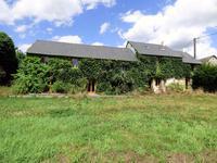 Maison de campagne à rénover avec terrain à Pré en Pail
